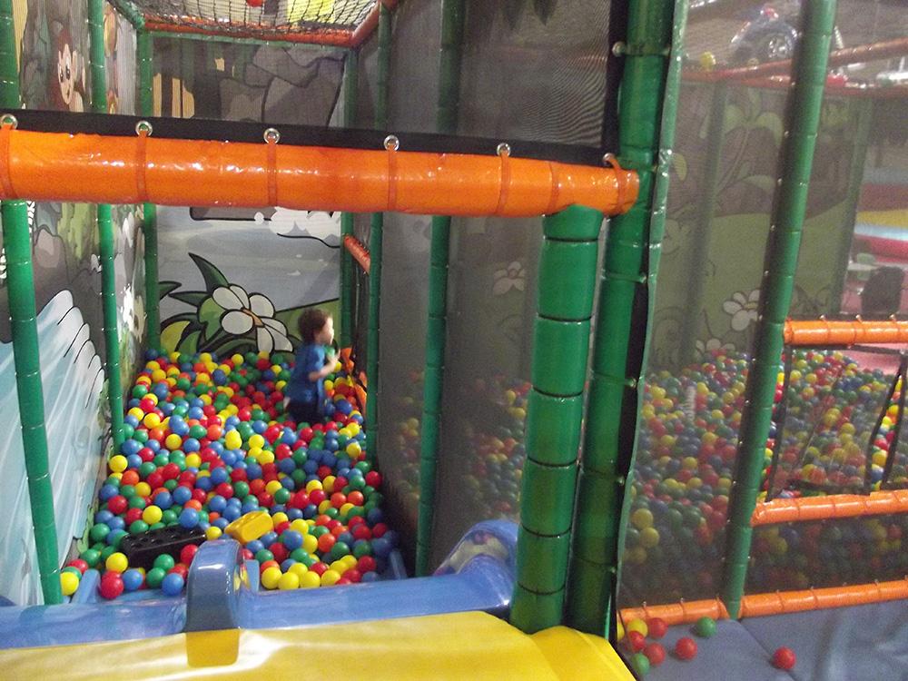 Babyboules parc d 39 attraction pour les petits et les grands for Apprendre a plonger dans la piscine